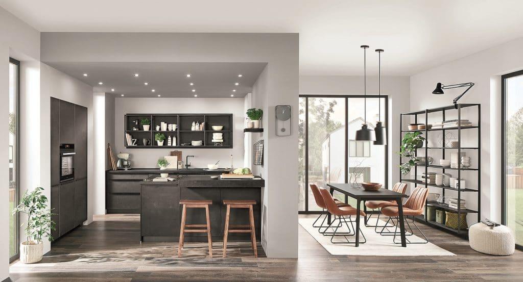 Sowohl wertige Küchen als auch die Erweiterung hin zum Wohnraum und Bad lassen sich mit nur einem gebündelten Auftrag bei der Fa. Grässle realisieren. (Foto: selektionD)