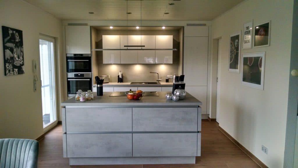 Den Wandel von der zweckmäßigen zur eleganten und offenen Küche hat die Fa. Grässle Schritt für Schritt miterlebt. (Foto: (Foto: Grässle Küche•Bad•Möbel)