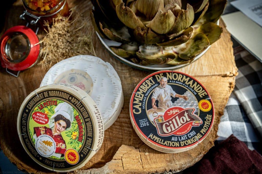 Camembert ist weltberühmt - und kommt mit AOC-Siegel nur original aus der Normandie. Hier wird er durch den Zuschuss von Sahne und einer langen Lagerung besonders cremig. (Foto: Thomas Neumann)