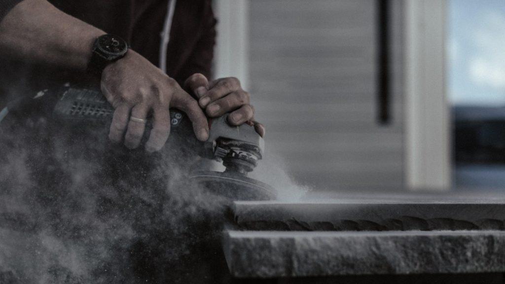 Die Steinmanufaktur MCR arbeitet mit vielen Händler:innen der Dross&Schaffer Gruppe zusammen. An jedes Studio können unterschiedliche Keramik-Marken geliefert werden. (Foto: MCR)
