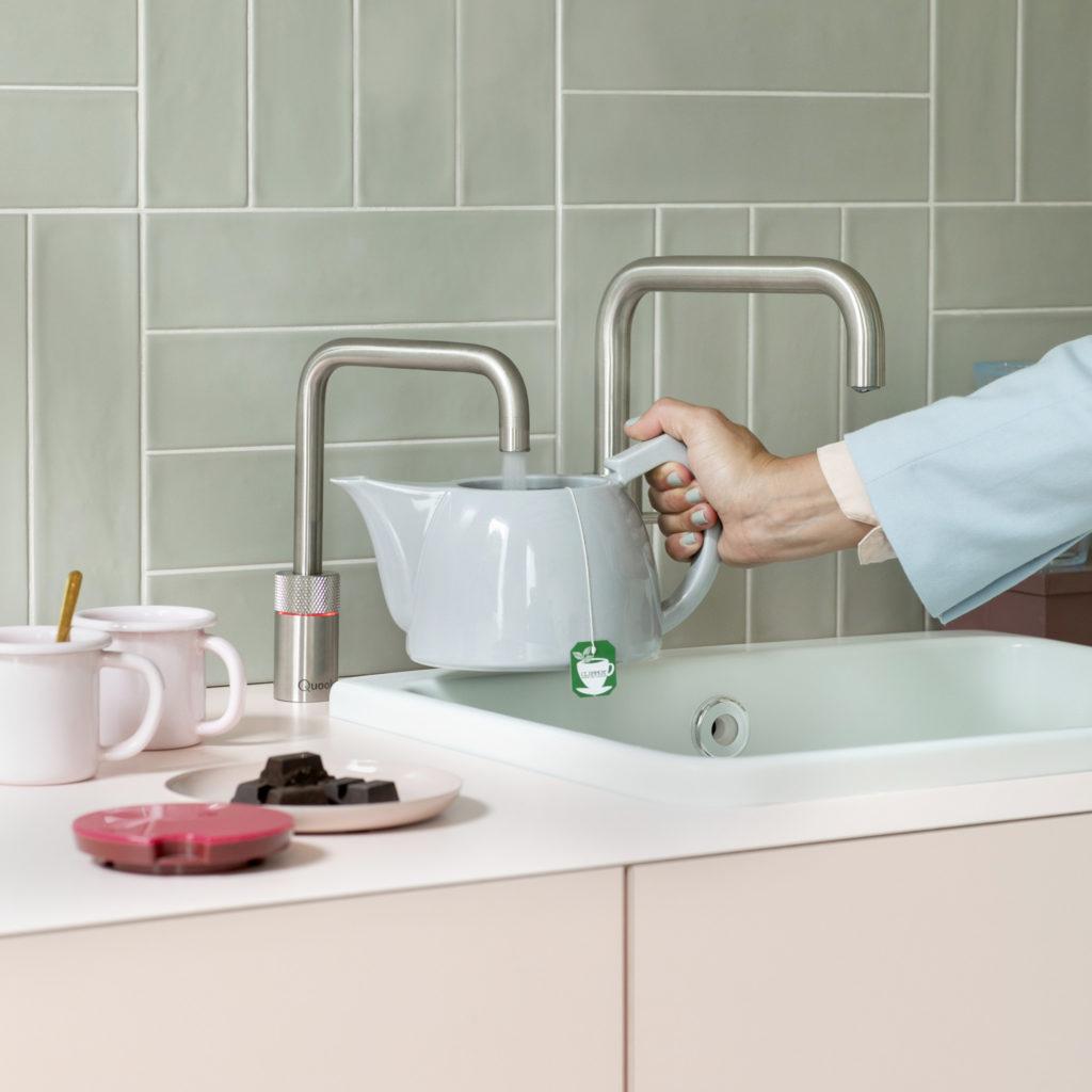 Wie alles begann: der Quooker als Kochendwasser-Armatur dient als Ergänzung zur herkömmlichen Mischbatterie. Diese Konstellation ist heute noch möglich. (Foto: Quooker)