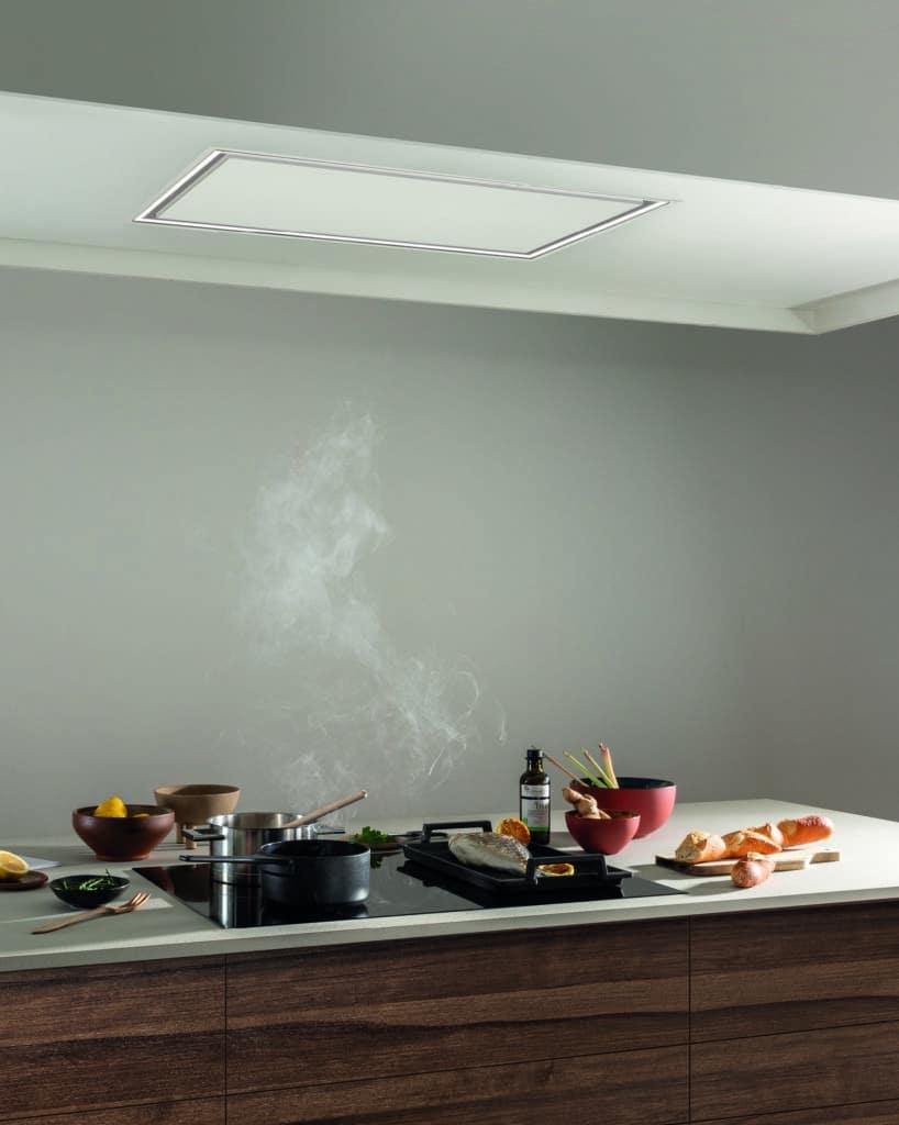 Die Pureline Pro steht für absolute Ästhetik: in hellen Räumen mit abgehängter Decke oder Wandvorsprung ist die Version mit weißem Glas praktisch kaum ersichtlich. (Foto: Novy)