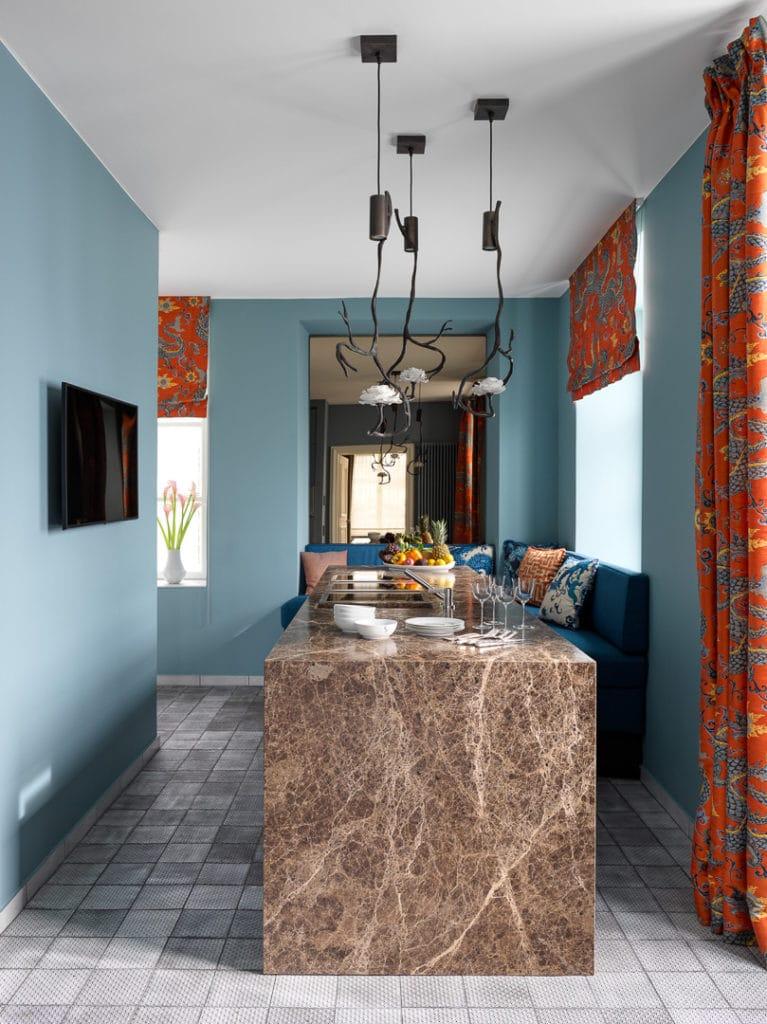 Farben emotionalisieren - egal, ob es sich um einen besonders exzentrischen Küchenraum wie diesen handelt oder um eine simple Farbgeste in einer Familienküche. (Foto: Dross&Schaffer Küchen)
