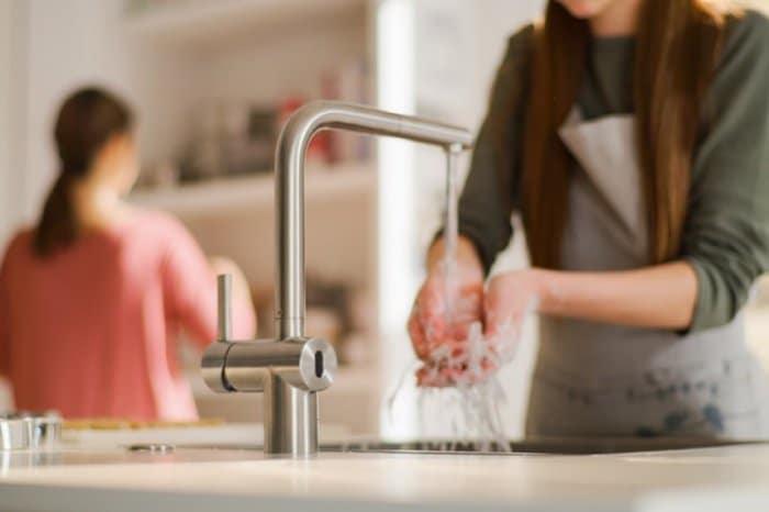 In der modernen Küche gibt es viele Anwendungsfälle für kontaktloses Kochen - die Atlas Neo Sensor pariert sie alle. (Foto: Franke)