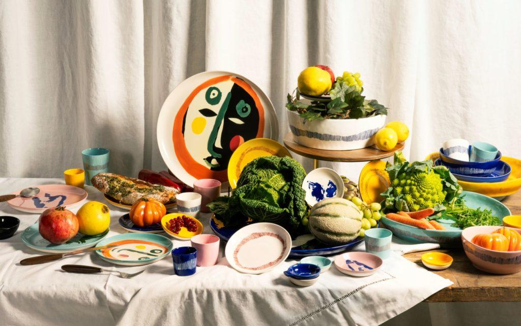 Eine farbenfrohe Kollektion mit charakteristischen Motiven, die den bunten, würzigen Gerichten des britisch-israelischen Kochs Ottolenghi ähneln und seiner Feder entsprungen sind. (Foto: Serax)