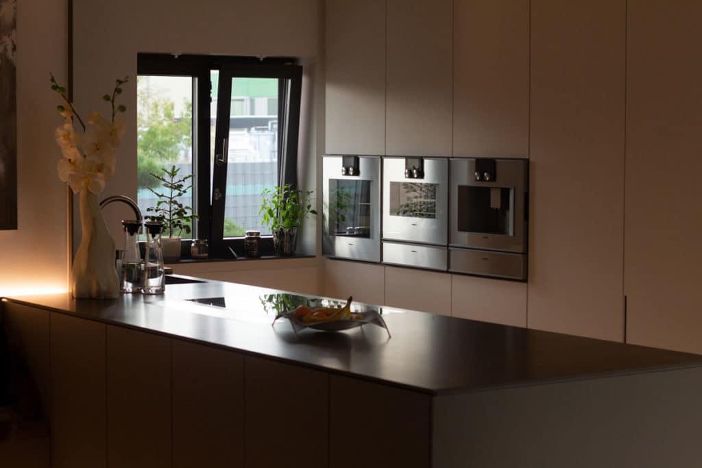 Anschlüsse in der Küche: Für Pyrolyse-Backöfen gelten eigene Voraussetzungen.
