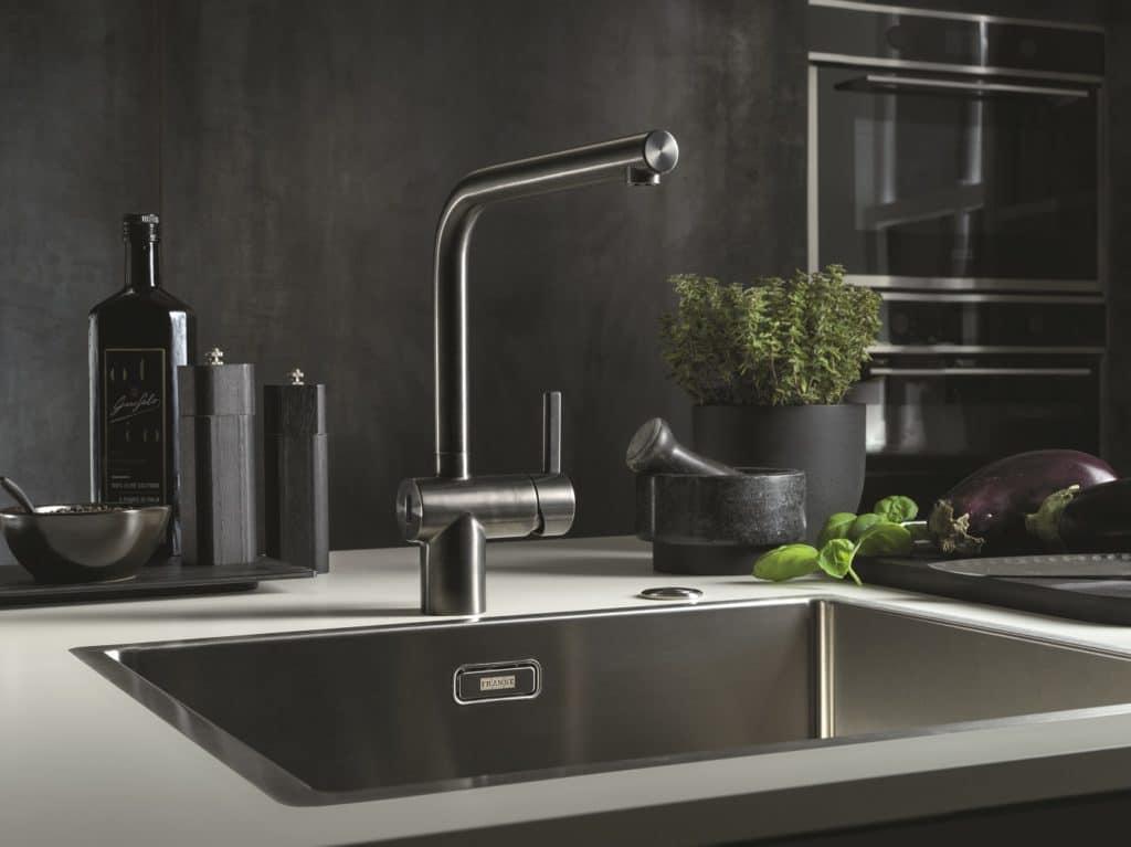 Edelstahl ist nicht nur absolut widerstandsfähig, sondern auch leicht zu reinigen. Das erfüllt alle Ansprüche an einen modernen Haushalt. (Foto: Franke, Atlas Neo Sensor)