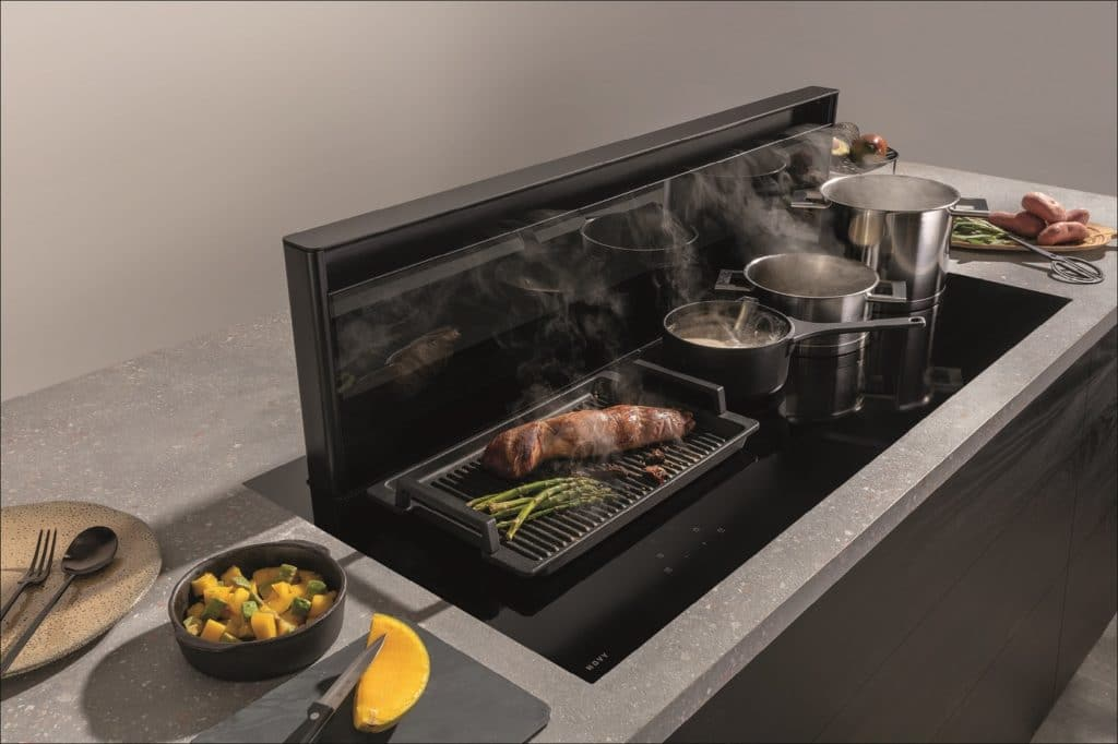 Für jede Kochzone auf dem Kochfeld ist ein eigener Slider anwählbar. Bei Bedarf lässt sich die Novy Panorama 120 auch mit 4 extragroßen Kochzonen ausstatten. (Foto: Novy)