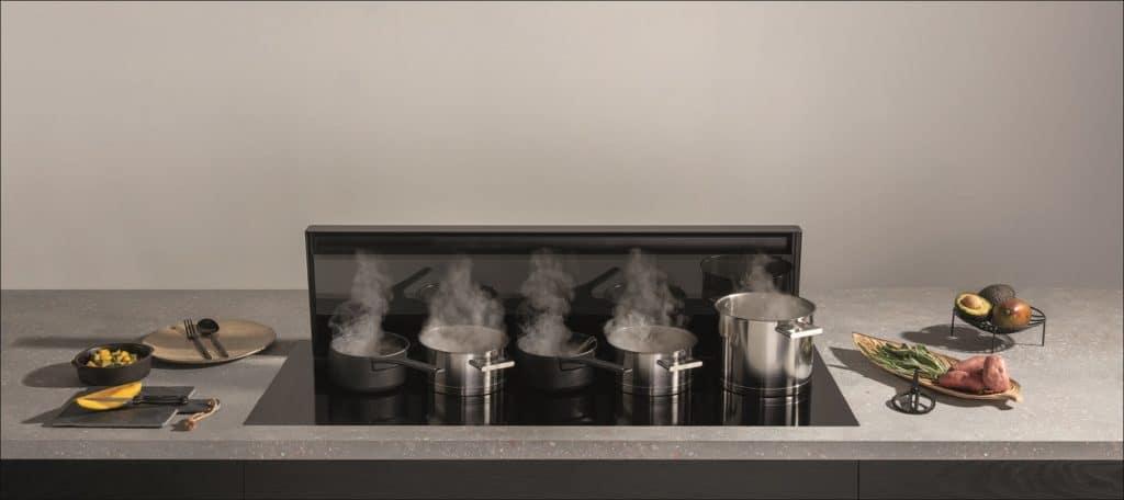 5 auf einen Streich: die Novy Panorama 120 bietet bis zu fünf Kochgefäßen nebeneinander Platz. (Foto: Novy)