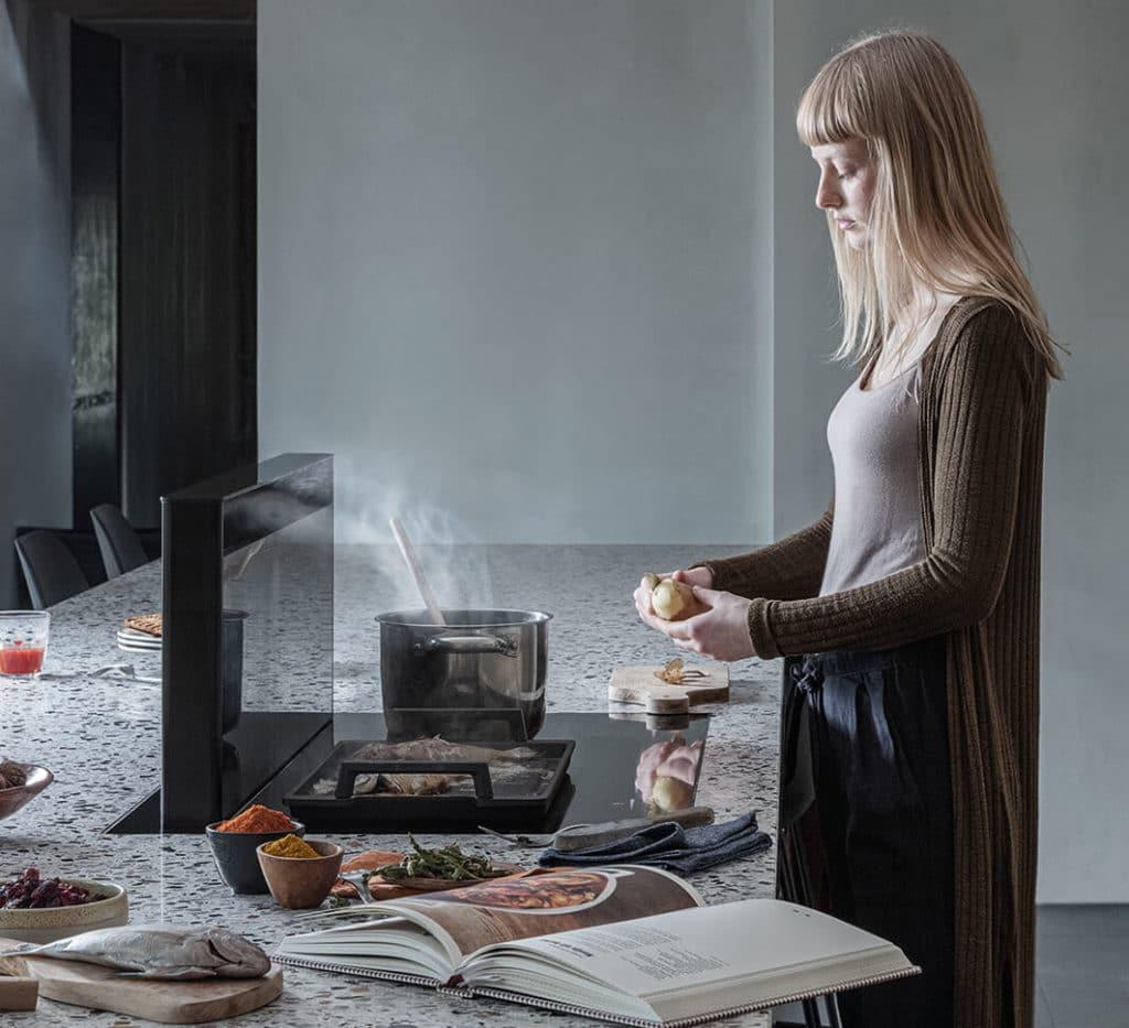 Sowohl die Novy Panorama 90 als auch die Novy Panorama 120 bieten eine übersichtliche Arbeitsfläche - und dahinter Platz zum Sitzen und Essen. (Foto: Novy)
