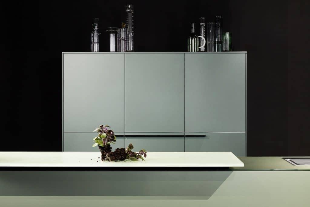 Poggenpohl-Kollektion 2021: Grüne Küchenfront mit Metallic-Lack