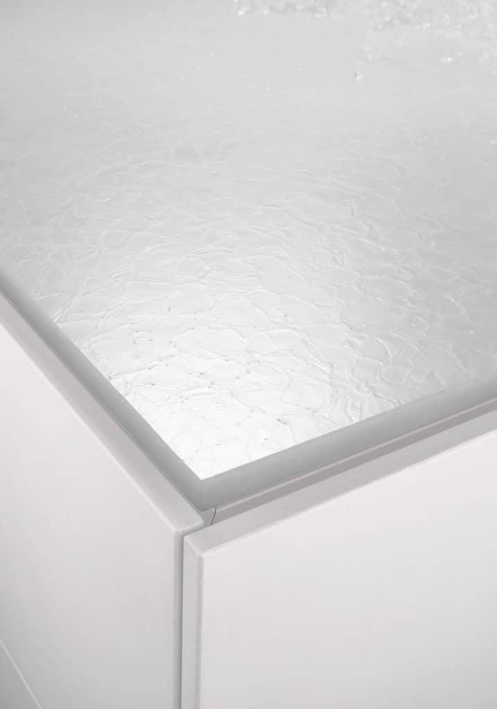 Poggenpohl-Kollektion 2021: Arbeitsplatte aus weißer Glaskeramik mit Perlmutt