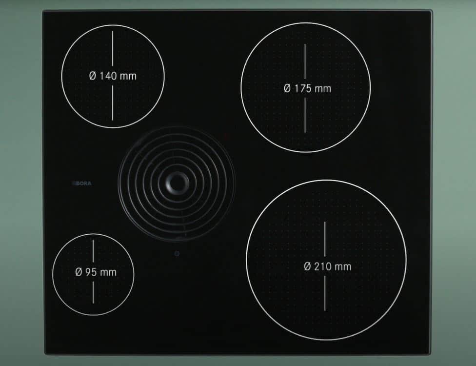Ungewöhnliche Kochdynamik auf 60 cm: das BORA S Pure reiht sich in ein in die Serie der Kompaktkochfelder mit Dunstabzug. (Foto: BORA)