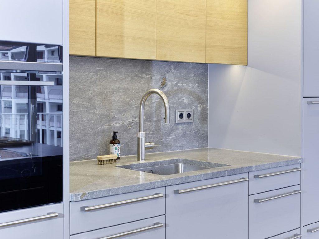 Ersetzt den Wasserkocher im Küchenraum: der Quooker Flex liefert warmes, kaltes und kochendes Wasser aus einem einzigen Hahn. (Foto: Dross&Schaffer Ludwig 6)