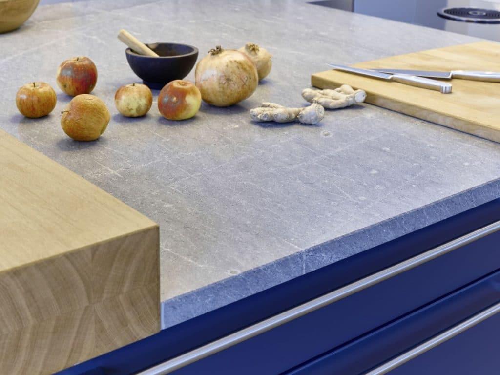 Baraufsatz aus Holz in der urbanen Familienküche in München. Foto: Dross&Schaffer Ludwig 6