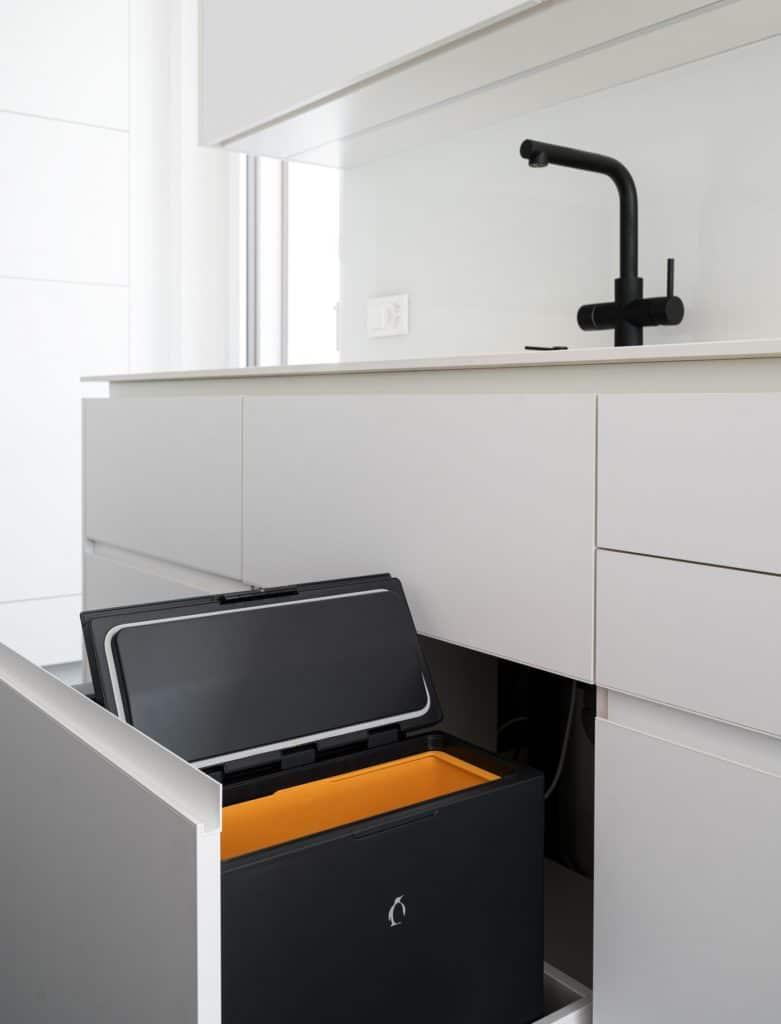 Gute Aussicht: FreezyBoy kann ab sofort auch auf dem deutschen und österreichischen Markt erworben werden - für eine effiziente Abfallentsorgung und mehr Komfort beim Recyceln. (Foto: FreezyBoy)