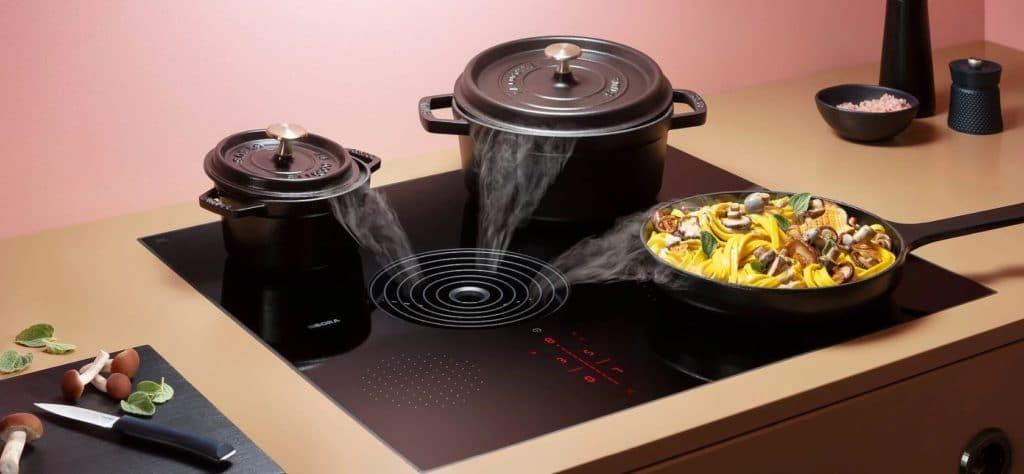 Der asymmetrische Kochfeldabzug soll bewirken, dass trotz unterschiedlicher Kochgeschirr-Größe ein gleichmäßiger Abzug erfolgt. (Foto: BORA)