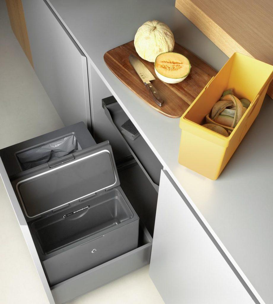 Tagtäglich entsteht Bio-Müll in unserer Küche. Was harmlos aussieht, zieht schnell Fruchtfliegen an und sondert Gerüche ab - doch das muss nicht sein. (Foto: FreezyBoy)