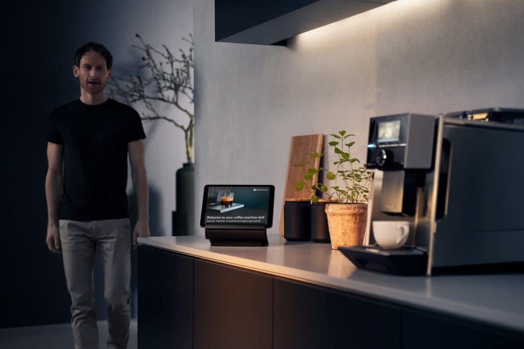 """Die moderne Schaltzentrale für die Küche: Siemens begeistert auf der IFA 2021 mit dem neu entwickelten """"Smart Kitchen Dock"""", dem digitalen Steuerknotenpunkt für zuhause. (Foto: Siemens)"""