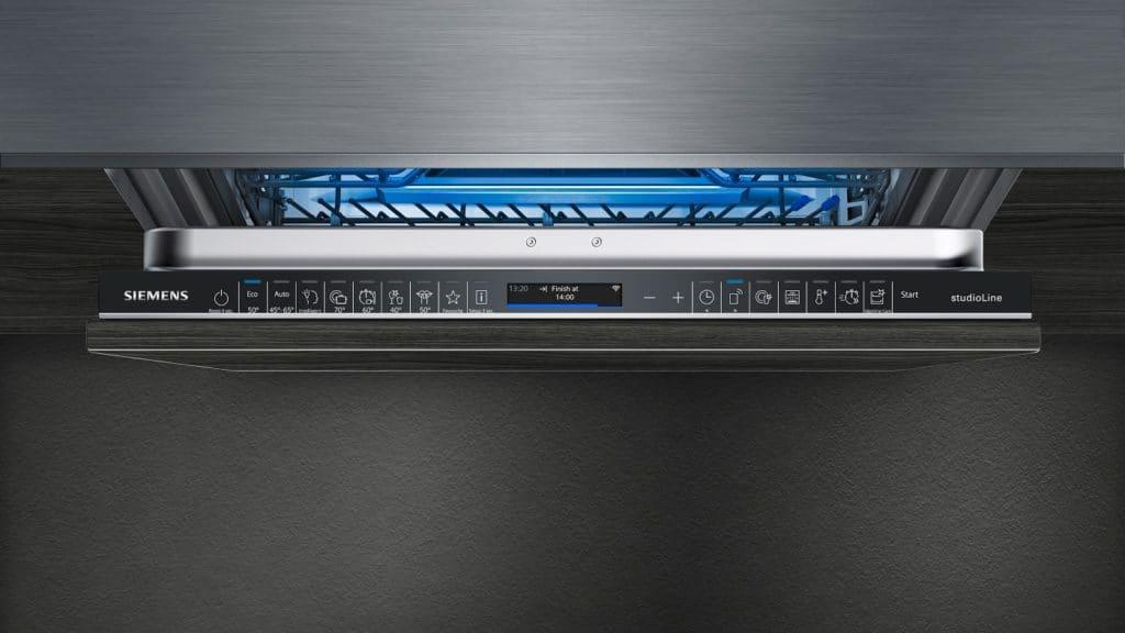"""Das auf der IFA 2021 vorgestellte """"intelligentProgram"""" von Siemens lässt den Geschirrspüler alle Spülvorgänge individuell vornehmen - ganz nach dem Geschmack des Kunden. (Foto: Siemens)"""