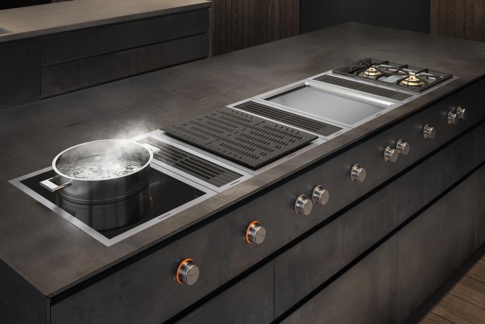 Vielfältige Möglichkeiten, das eigene Kochfeld zu kreieren - und dazwischen perfekte Lüftungsergebnisse dank Gaggenaus jahrelanger Expertise im Segment der Kochfeld-Dunstabzüge. (Foto: Gaggenau)