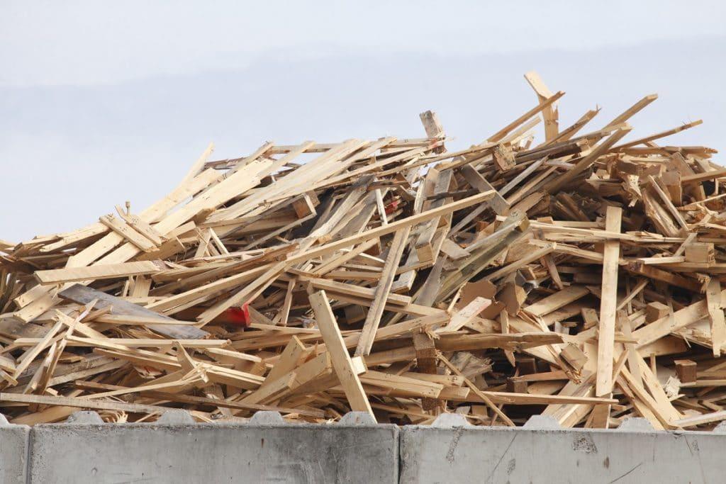 Nachhaltige Küche aus 100% Recyclingholz von SCHMIDT Küchen. (Foto: Adobe Stock / detailfoto)