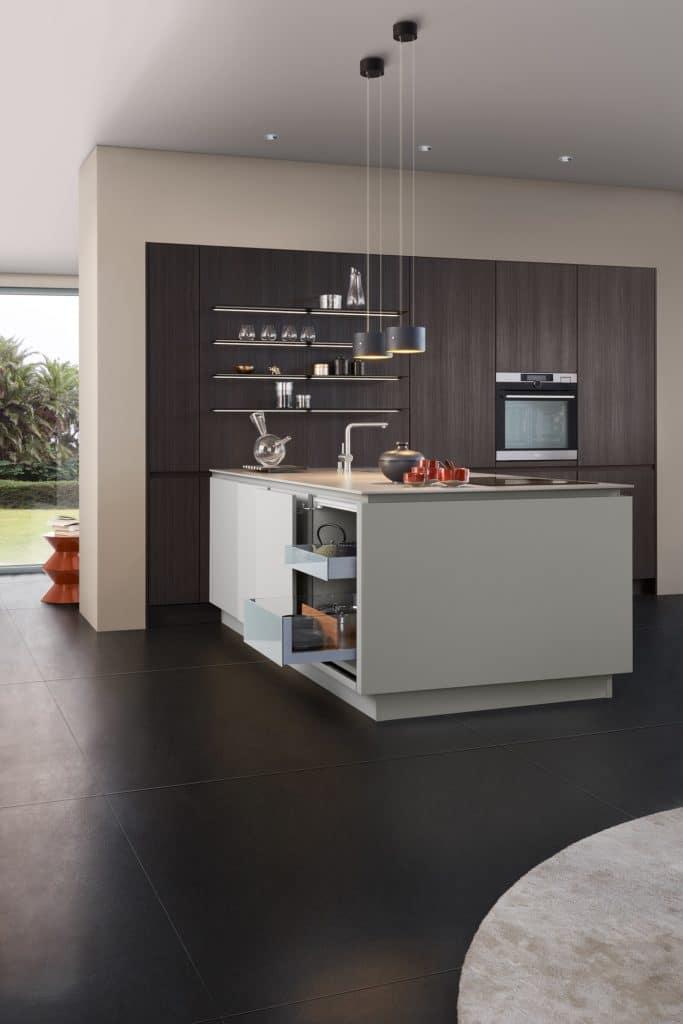 Wer sich online über Küchen informiert, stößt häufig auf viele Fachbegriffe der Küchenplanung. Wir erklären sie Ihnen. (Foto: LEICHT)