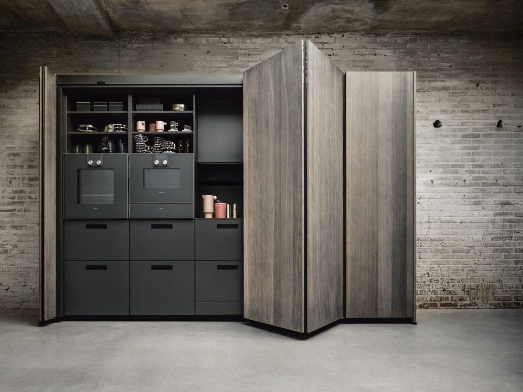 Einschubtürenschrank: unser Tipp fürs Home Office in der Küche. (next125)
