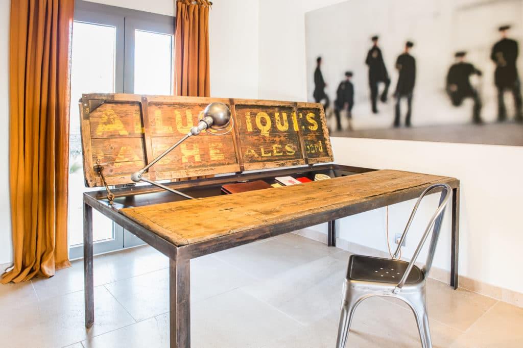Esstisch mit Doppelfunktion von Laurent Passe aus Frankreich. (Foto: Laurent Passe)